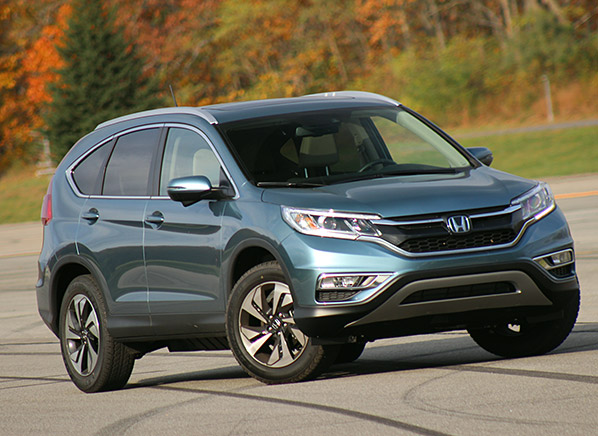 2015 honda cr v gets a dramatic makeover consumer reports for Honda compact suv