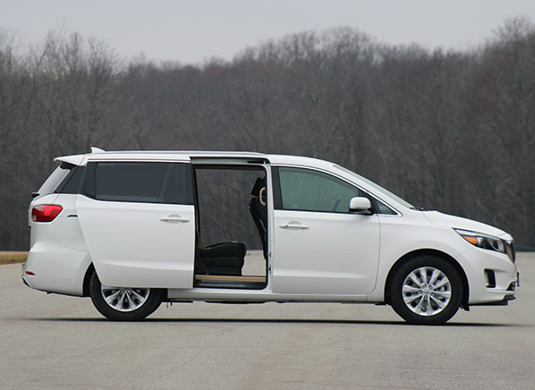 2015 kia sedona minivan makes huge strides consumer reports. Black Bedroom Furniture Sets. Home Design Ideas