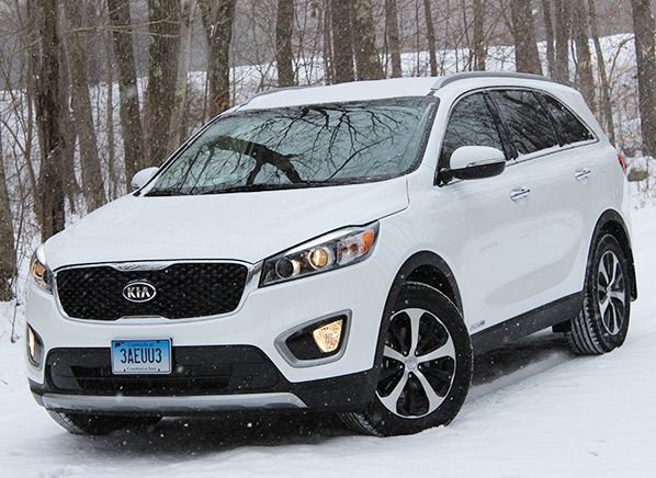 redesigned 2016 kia sorento suv steps it up consumer reports. Black Bedroom Furniture Sets. Home Design Ideas