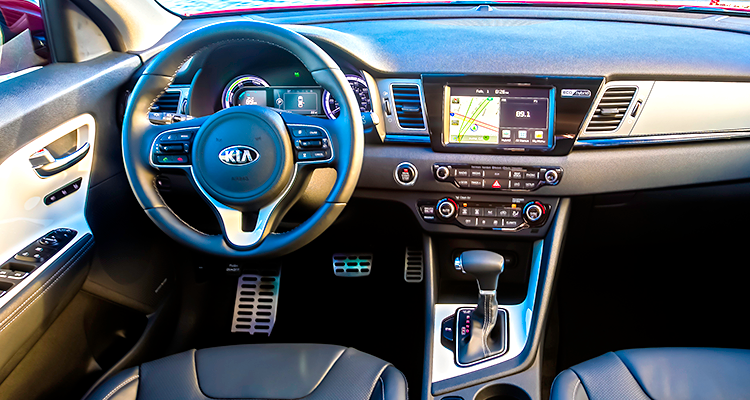 2017 Kia Niro Hybrid Aims for Toyota Prius - Consumer Reports