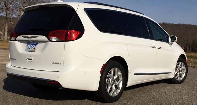2017 Chrysler Pacifica Has the Goods to Challenge Minivan Leaders