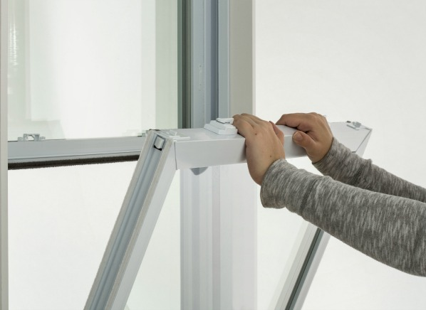 Window shopping tips replacement window reviews for Home window replacement