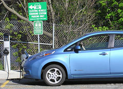 Nissan-Leaf-recharging1.jpg