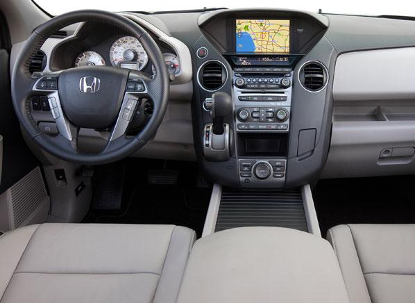 2012-Honda-Pilot-Touring-pr-int.jpg