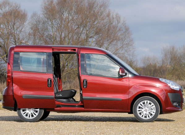 2014-Fiat-Doblo-pr-side.jpg