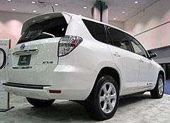 2013-Toyota-RAV4-EV-EVS26-r.jpg